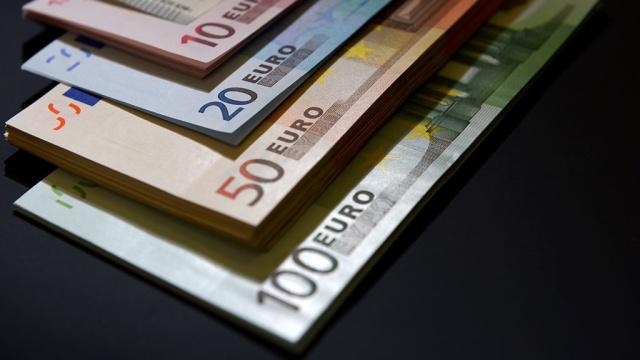 Курс евро упал ниже 65рублей впервые сиюля 2015года.валюта, доллар, евро, нефть, рубль, экономика и бизнес.НТВ.Ru: новости, видео, программы телеканала НТВ