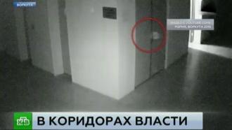 Камера сняла в коридорах мэрии Воркуты светящихся круглых призраков