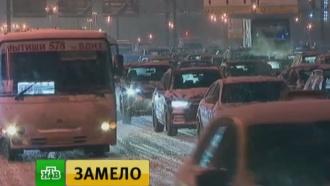 Коммунальщики расчистили большинство магистралей после снегопада в Москве