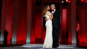 На балу вдень инаугурации Трамп сженой станцевали под песню Фрэнка Синатры