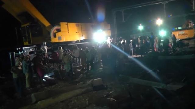 Число жертв крушения поезда вИндии возросло до 32человек.Индия, аварии на транспорте, железные дороги, поезда.НТВ.Ru: новости, видео, программы телеканала НТВ