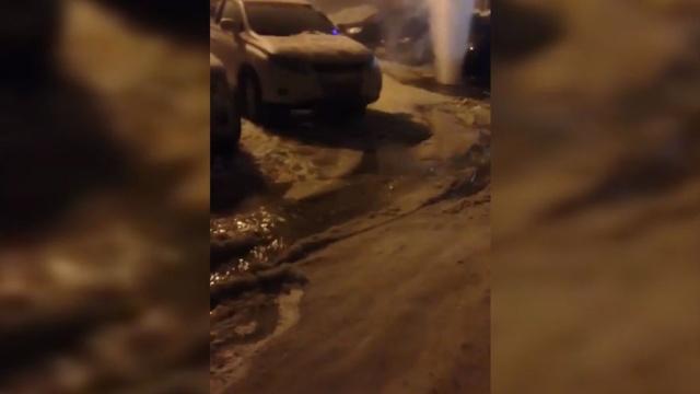 Огромный фонтан кипятка забил из-под земли в Уфе.Уфа, аварии в ЖКХ.НТВ.Ru: новости, видео, программы телеканала НТВ