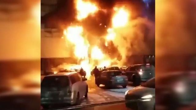 Более 600человек эвакуировали из загоревшегося ТЦ на юго-западе Москвы.Москва, магазины, пожары, эвакуация.НТВ.Ru: новости, видео, программы телеканала НТВ