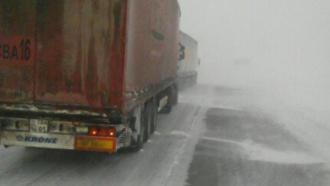 Десятки автомобилей попали вснежный плен на Алтае
