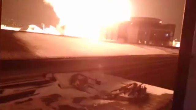 Взрыв и пожар на АЗС в пригороде Махачкалы попали на видео.МЧС, Махачкала, бензин, взрывы, пожары.НТВ.Ru: новости, видео, программы телеканала НТВ