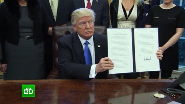 Трамп подписал указ, ужесточающий контроль за въезжающими вСША мигрантами.Мексика, США, Трамп Дональд, беженцы, мигранты.НТВ.Ru: новости, видео, программы телеканала НТВ