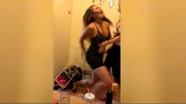 Видео танец сексуальной девушки, парень трахает с парнем видео