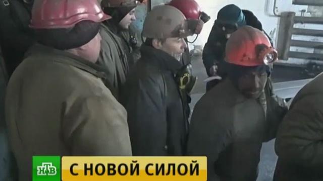В Донбассе заблокированных в шахте горняков поднимают на поверхность.войны и вооруженные конфликты, Донецк, Украина, шахты и рудники, эвакуация.НТВ.Ru: новости, видео, программы телеканала НТВ