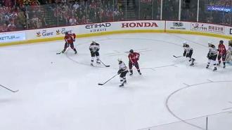 Овечкин сбил судью шайбой на матче НХЛ