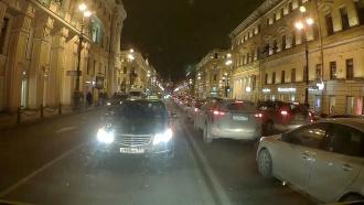 В центре Петербурга таксист не стал пропускать бригаду скорой