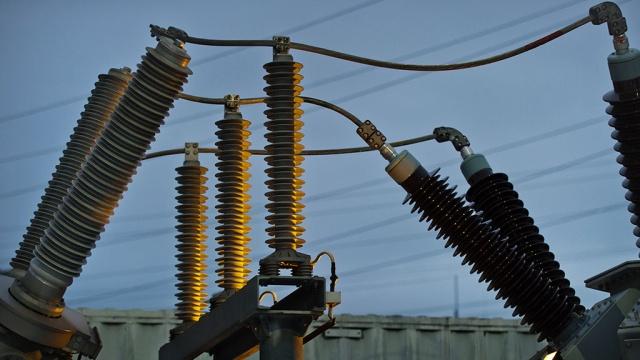 ВКрыму восстанавливают энергоснабжение вобесточенных штормом населенных пунктах.Крым, МЧС, Чёрное море, погода.НТВ.Ru: новости, видео, программы телеканала НТВ