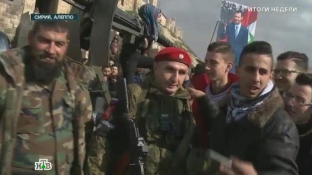Вежливые люди в Алеппо: сирийцы выстраиваются в очередь для селфи с российскими военными.армия и флот РФ, войны и вооруженные конфликты, Сирия, терроризм, Чечня.НТВ.Ru: новости, видео, программы телеканала НТВ
