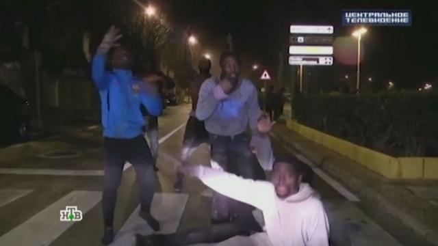 Мигранты превратили окраины Стокгольма взоны экстремальной опасности.США, Трамп Дональд, Швеция, беспорядки, изнасилования, мигранты.НТВ.Ru: новости, видео, программы телеканала НТВ