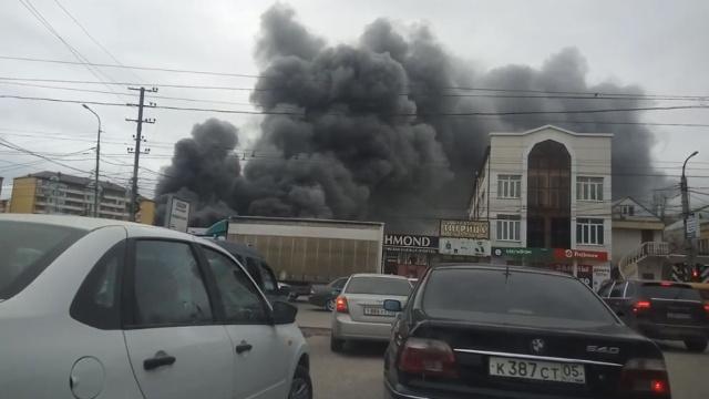 Более 30 человек пострадали при пожаре на рынке в Махачкале.Дагестан, Махачкала, пожары.НТВ.Ru: новости, видео, программы телеканала НТВ