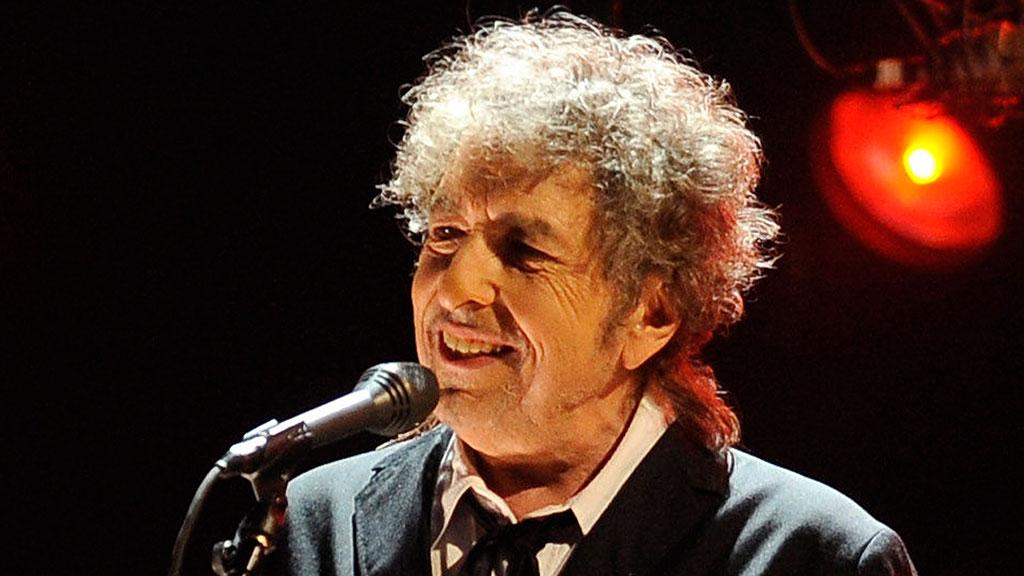 Боб Дилан с опозданием получил Нобелевскую премию по литературе // НТВ.Ru
