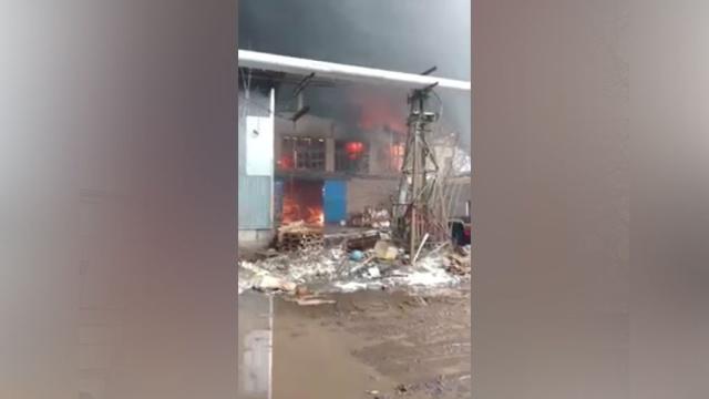 ВИванове двое пожарных пропали впылающем цехе по производству перчаток.Иваново, пожарная охрана, пожары.НТВ.Ru: новости, видео, программы телеканала НТВ