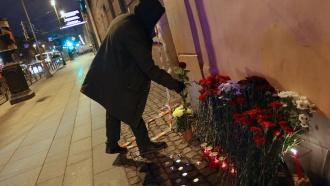 Картинки по запросу при взрыве в метро Петербурга