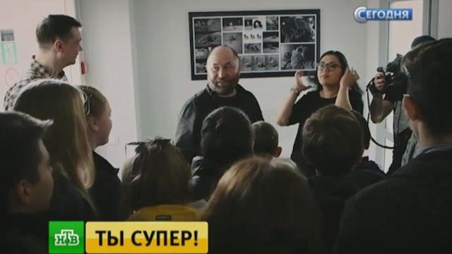 Тимур Бекмамбетов показал конкурсантам «Ты супер!» эксклюзивные кадры из фильма «Время первых».НТВ, Ты супер, дети и подростки, конкурсы красоты, музыка и музыканты, телевидение, эксклюзив.НТВ.Ru: новости, видео, программы телеканала НТВ