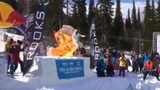 Лыжник вкостюме ангела поджег себя на фестивале вКузбассе