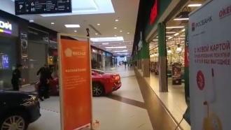 Мажор устроил гонки на красной Ferrari по торговому центру вМоскве
