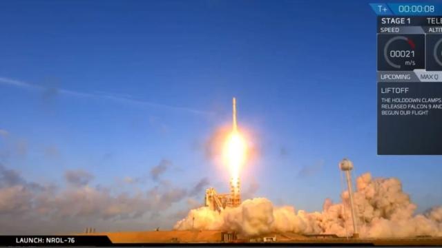 Ракета-носитель Falcon 9 со спутником-разведчиком стартовала с космодрома в США.США, запуски ракет, космос, спутники.НТВ.Ru: новости, видео, программы телеканала НТВ