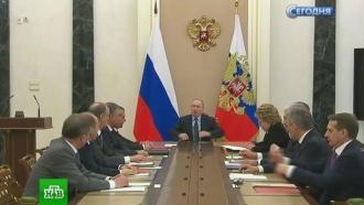 Путин пообещал привлечь внимание генпрокурора и МВД к проблемам геев на Северном Кавказе