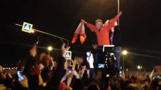 Болельщики «Спартака» празднуют победу команды вчемпионате России
