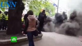 Дымовые шашки, марши и потасовки: на Украине «отпраздновали» День Победы