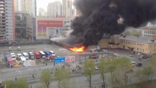 ВЕкатеринбурге ликвидировали крупный пожар на автовокзале.Екатеринбург, МЧС, вокзалы, пожары.НТВ.Ru: новости, видео, программы телеканала НТВ