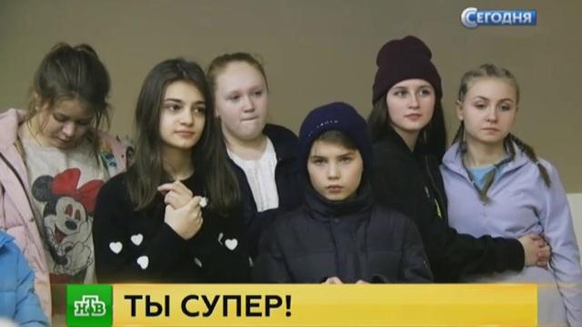 Участники «Ты супер!» со слезами на глазах простились свыбывшими конкурсантами.НТВ.Ru: новости, видео, программы телеканала НТВ
