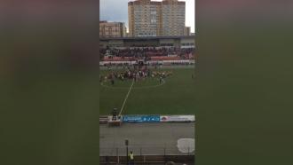 Фанаты «Спартака» прорвались на поле после победы над «Амкаром»