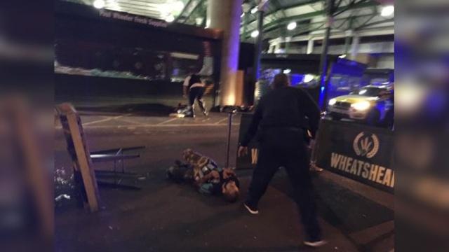 СМИ: нападение на Лондонском мосту устроили 5террористов вбронежилетах.Великобритания, Лондон, автомобили, мосты, полиция, терроризм.НТВ.Ru: новости, видео, программы телеканала НТВ