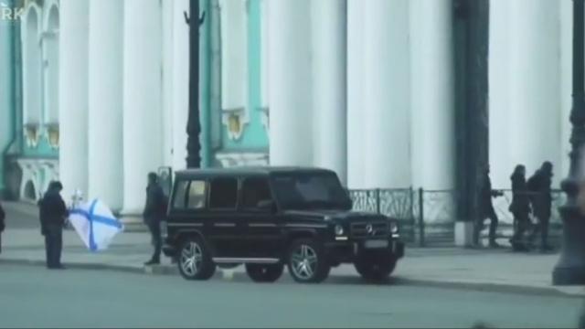Мажор на Gelandewagen въехал на лестницу Эрмитажа: видео.автомобили, Санкт-Петербург.НТВ.Ru: новости, видео, программы телеканала НТВ