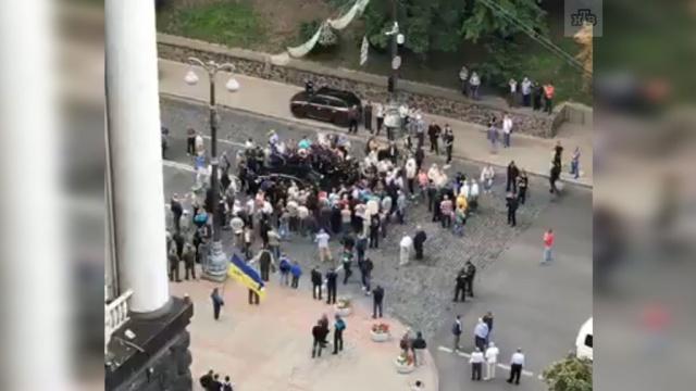 Вцентре Киева Porsche въехал втолпу протестующих.ДТП, Киев, митинги и протесты, Украина.НТВ.Ru: новости, видео, программы телеканала НТВ