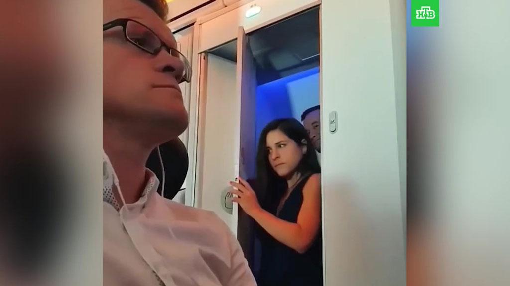 Фото видео девушек в туалете, порно большие сиськи теток фото