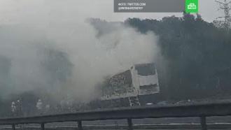 Сгоревшая фура с шоколадом блокировала дорогу в Великобритании
