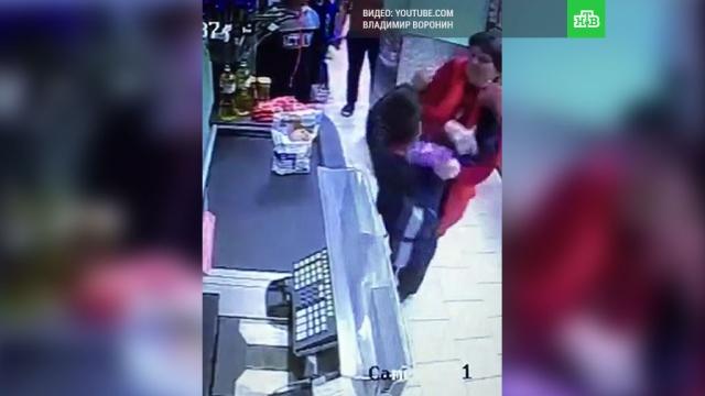 Избившую ребенка в Одинцове сотрудницу «Пятерочки» уволили.Московская область, дети и подростки, драки и избиения, магазины, торговля.НТВ.Ru: новости, видео, программы телеканала НТВ