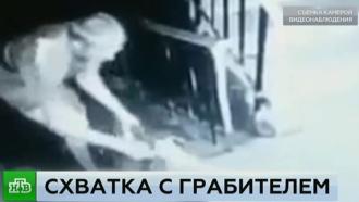 Грабитель избил пенсионерку ипротащил по лестнице