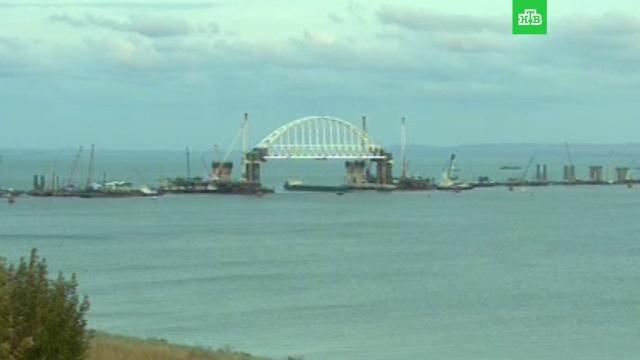 Под аркой Крымского моста прошло первое судно.корабли и суда, Крым, мосты, строительство.НТВ.Ru: новости, видео, программы телеканала НТВ