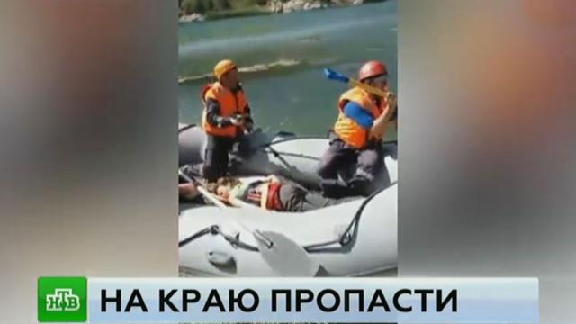 В КБР нашли тело одного из погибших при падении машины с туристами в озеро.Кабардино-Балкария, поисковые операции, реки и озера.НТВ.Ru: новости, видео, программы телеканала НТВ