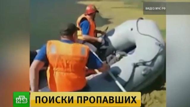 В КБР ищут упавшую в озеро машину с любителями селфи.Кабардино-Балкария, поисковые операции, реки и озера.НТВ.Ru: новости, видео, программы телеканала НТВ