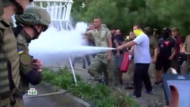 Порошенко оставил Украину на растерзание оппозиции ирадикалам.Канада, Украина, Одесса, Саакашвили, Киев, митинги и протесты, США, Порошенко, беспорядки.НТВ.Ru: новости, видео, программы телеканала НТВ
