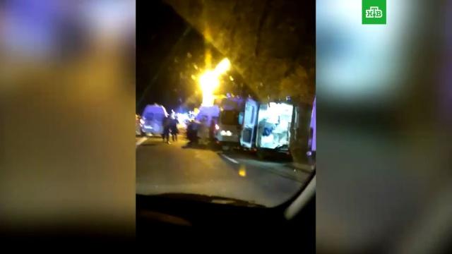 ВКраснодарском крае экскурсионный автобус столкнулся сгрузовиком, есть погибшие.ДТП, Краснодар, автобусы, грузовики.НТВ.Ru: новости, видео, программы телеканала НТВ