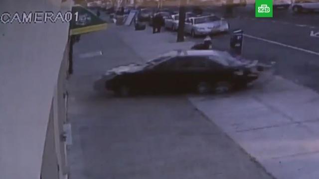 ВНью-Йорке автомобиль врезался вздание детского центра вмомент праздника.Нью-Йорк, США, автомобили, дети и подростки.НТВ.Ru: новости, видео, программы телеканала НТВ