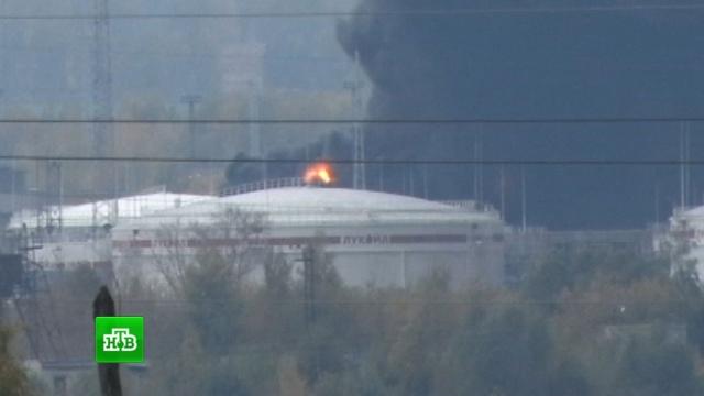 Пожар на нижегородской нефтебазе тушат более 200 человек.взрывы, заводы и фабрики, Нижегородская область, пожары.НТВ.Ru: новости, видео, программы телеканала НТВ