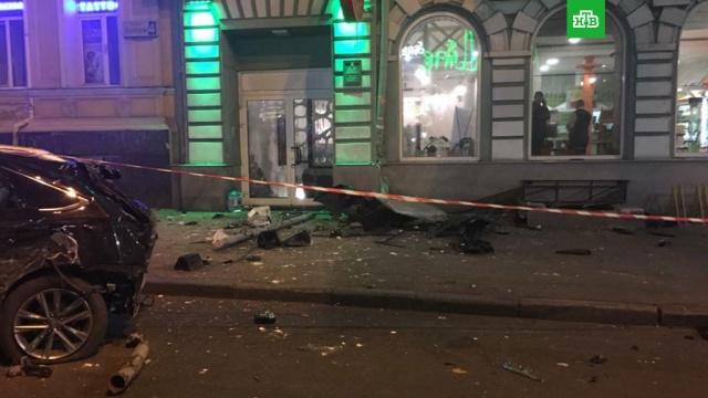 ВХарькове внедорожник на полной скорости протаранил группу пешеходов.Украина, автомобили, полиция.НТВ.Ru: новости, видео, программы телеканала НТВ