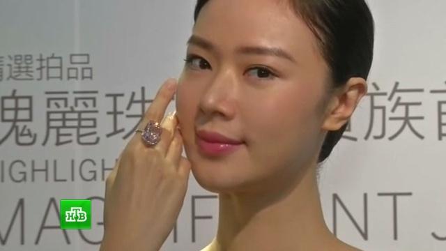 ВГонконге представили редкий розовый бриллиант.Гонконг, Женева, аукционы, бриллианты.НТВ.Ru: новости, видео, программы телеканала НТВ