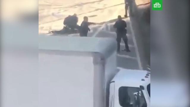 Исполнитель теракта вНью-Йорке оставил записку вмашине.Нью-Йорк, США, оружие, полиция, стрельба.НТВ.Ru: новости, видео, программы телеканала НТВ