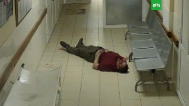 Истекающий кровью пациент впал в кому в больничном коридоре на глазах врачей: видео.Смоленская область, больницы, врачи, смерть.НТВ.Ru: новости, видео, программы телеканала НТВ