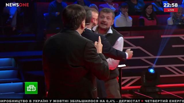 Депутат Рады впрямом эфире напал скостылем на Саакашвили.Саакашвили, Украина, драки и избиения, скандалы, телевидение.НТВ.Ru: новости, видео, программы телеканала НТВ